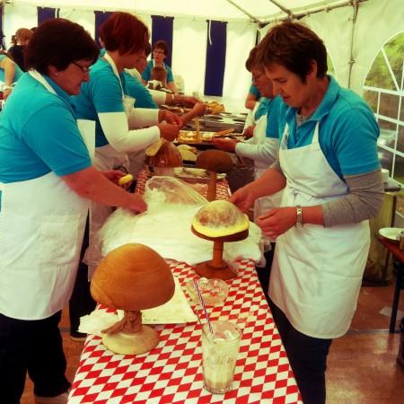 Ladies making Küchla